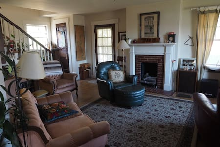 Cape Cod Style Home near downtown. - Frankfort