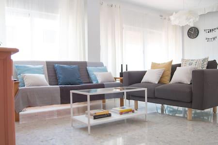 Apartamento céntrico con WIFI y A.C. - Apartment
