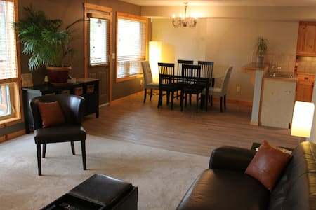 Beautiful Suite in Three Sisters - Canmore - Appartement