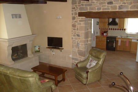 le gite des deux pierre - House