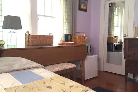 Private Room/Bath Near Uptown  w/fridge-microwv - Bungalow