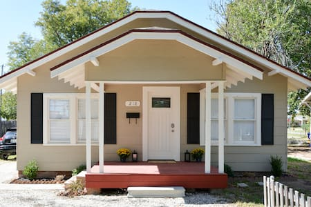Klippie's Khaya - A beautifully renovated bungalow - Norman - Casa
