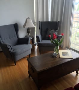 Centrally Located Apartment - Vancouver - Apartment