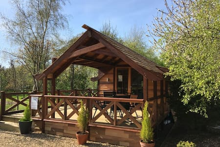 Luxury Cedar Lodge Nr Bath & Bristol - Cabane