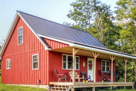Quaint 1BR + Loft Mayville Cabin - Mayville - Cabin