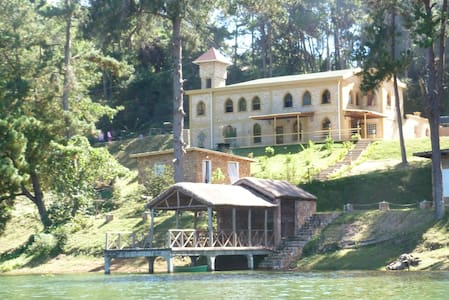 Le Château du Lac, sa vue, son confort, son ponton - Mantasoa - Casa