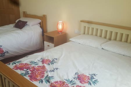 Room for 3 people - Miltown Malbay - Bed & Breakfast