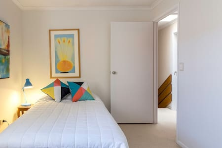 Funky Townhouse - Short Stroll Beach @ Dining. Rm2 - Townhouse