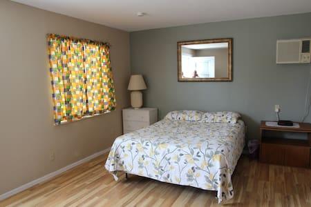 Cozy Cabin in rv ground - Quartzsite - Guesthouse