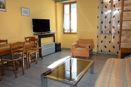 APPARTEMENT BOURG LARUNS 0647323257 - Apartment