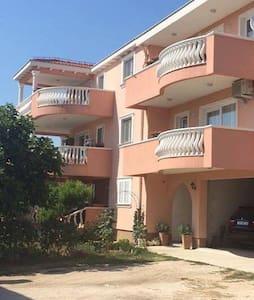 Apartments with seaview. VRSI-ZADAR - Vrsi - Apartamento