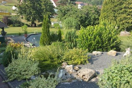 Schöne Ferienwohnung in ruhiger Lage - Kirchensittenbach - House