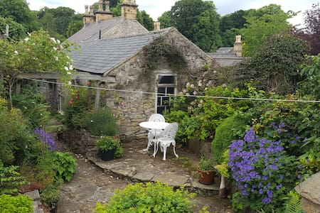 C18th Cottage in the Centre of the Peak District - Great Longstone, Bakewell - House