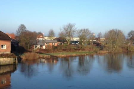 Haus am Fluss - Rumah