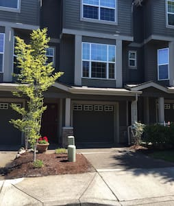 Private Bed/Bath Lake Oswego - Townhouse