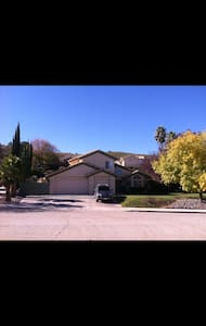 Large, comfy desert home on a hill - Palmdale - House