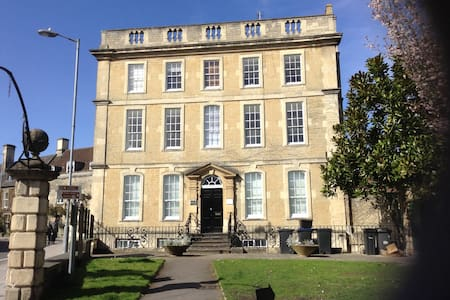 Elegant Luxury Town Centre Flat near Bath City - Apartament