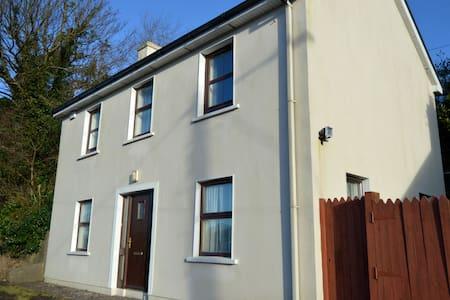 The Cottage, 9 Marino Lane, Bantry - Bantry - Talo