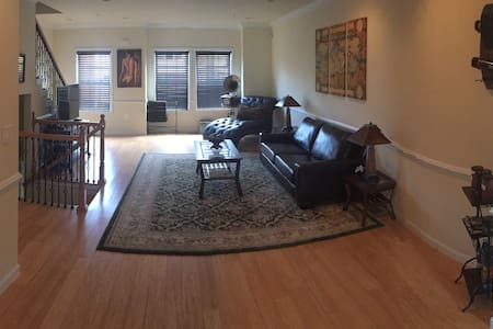 Clean,Cozy, and Affordable - Washington