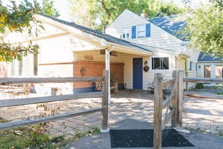 Secluded Farmhouse near DTC- long term discounts! - Greenwood Village