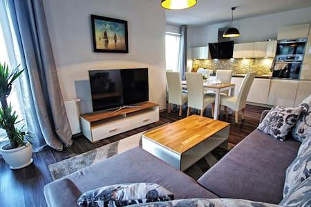 Apartament Lima z basenem (Osiedle Polanki) - Apartment