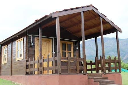 Winterwood Cabin - forest begins at your doorstep - Masinagudi - Bed & Breakfast
