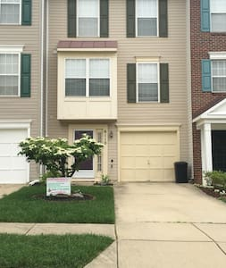Washington, DC/MGM Grand/National Harbor - District Heights - Townhouse