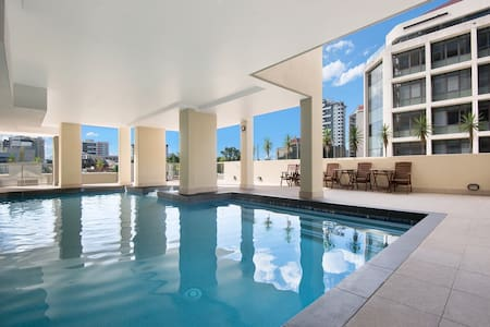 Modern apt in perfect CBD location - Apartamento