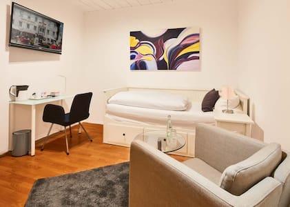 """Einzelzimmer """"Sauerland 16"""" - Attendorn - Rumah Tamu"""
