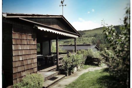 Wanderferien im Sauerland - gemütliches Holzhaus - Hus