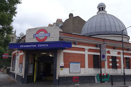 4 stops West End 1 min walk to tube - Apartment