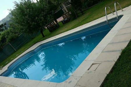 Estudio com churasqueira/piscina - Casa