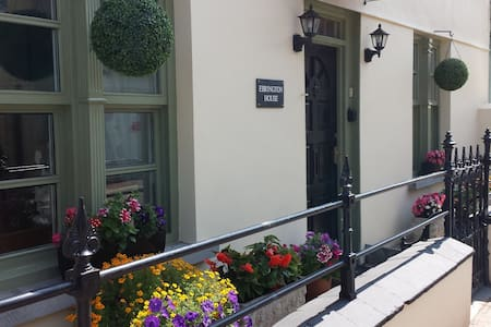 Character Cottage Just 50 Yards From The Beach - Combe Martin - House
