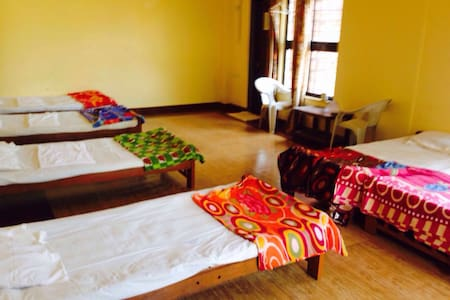 Poolview Dormitory near Anjuna Beach - Schlafsaal