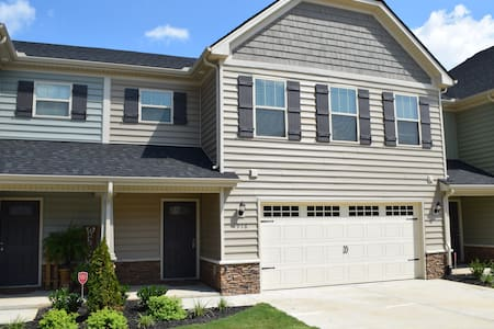 New 2 bedroom townhome, open floor plan. - Murfreesboro - Maison de ville