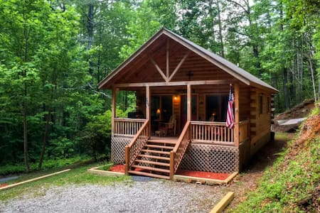 'Little Rock Creek Cabin' 1BR Home in Cherry Log - Blockhütte
