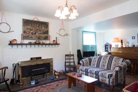 Cozy Period Abode in Historical Area - Alexandria