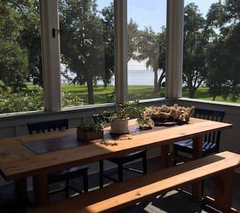 Modern 3 bd Bay view Cottage w Pool - Hus