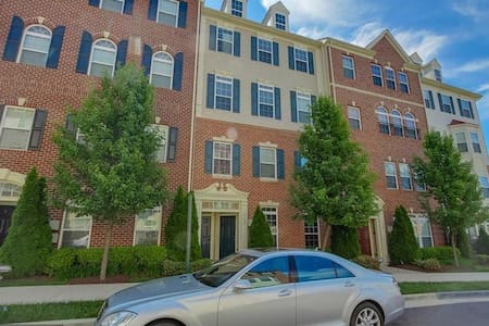 Condo Near National Harbor/MGM Grand Casino - Oxon Hill