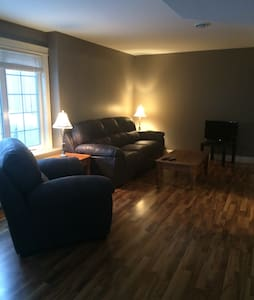 Large private one bedroom apartment - Fredericton - Appartamento