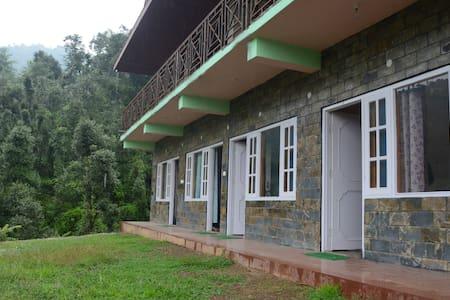 Vanvaas Home stay (12k.m away from Shimla) - House