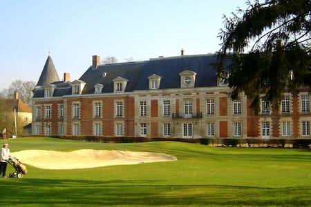 Chambre de charme dans un château sur golf 18 T. - Monchy-Humières - Huoneisto