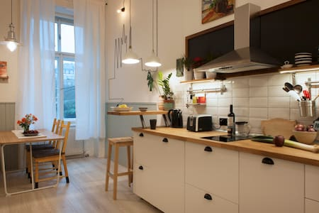 Renovated Arty Apartment in center-wifi-breakfast - Prag - Wohnung