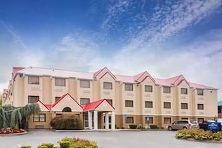 Lovely Microtel Knoxville (Free Breakfast) - Lakás