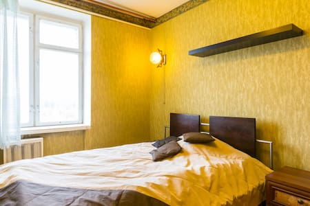 Room near park with double bed - Flat