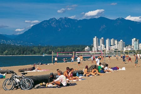 Beautiful Ocean View 1 BR at Kitsilano Beach! - Appartement