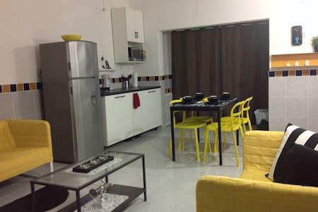 Moderno, bien ubicado, con todos los servicios. - Lägenhet