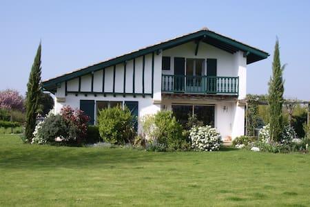 villa tout confort - Ascain