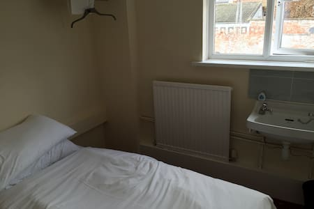 Single Room in White Hart Hotel - Bridgwater