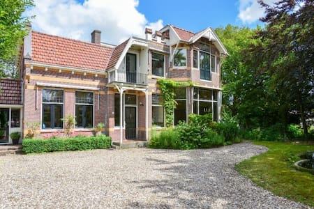 Stijlvol huis in pittoresk dorp - Villa